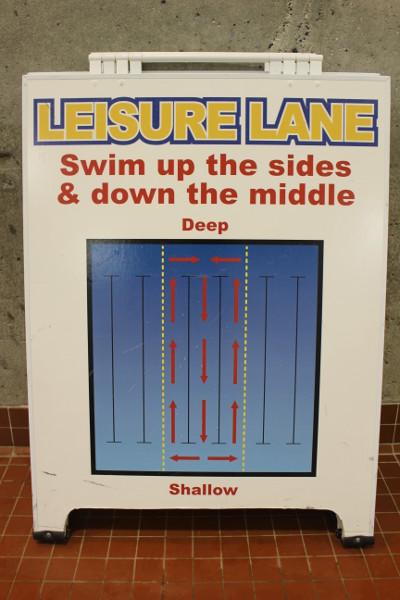 Tak  Kanadyjczycy pływają zawsze - również w godzinach publicznych.
