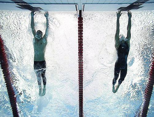 Michael Phelps i Milorad Cavic w finiszu na 100 stylem motylkowym, IO Pekin 2008